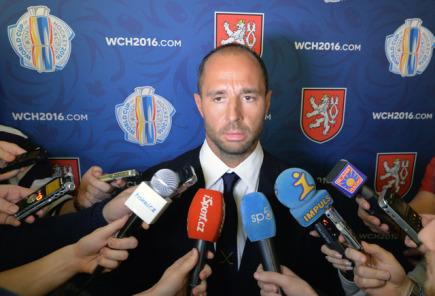 Asistent trenéra české hokejové reprezentace Martin Ručinský 2. března v Praze komentuje pro novináře šestnáctičlennou nominaci týmu na zářijový Světový pohár.
