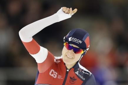 Rychlobruslařské MS ve víceboji v Berlíně, závod na 5000 metrů - Češka Martina Sáblíková se raduje v cíli.
