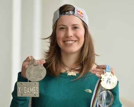 Snowboardistka Eva Samková vystoupila 23. března v Praze na tiskové konferenci po skončení sezony.