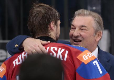 Brankář Sergej Bobrovskij s ruskou hokejovou legendou a předsedou tamního svazu Vladislavem Treťjakem