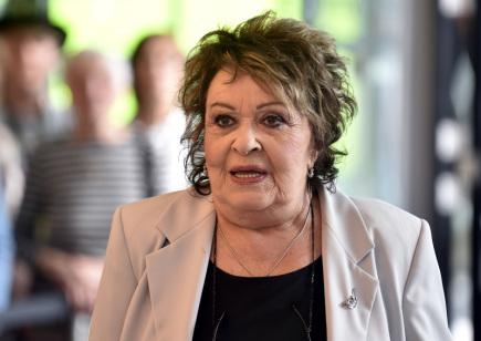 Šestým dnem pokračoval 1. června 56. ročník zlínského filmového festivalu pro děti a mládež. Na snímku je herečka Jiřina Bohdalová na červeném koberci.