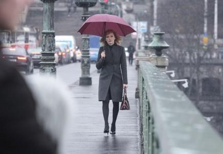Romantická komedie Pohádky pro Emu v hlavních rolích s Aňou Geislerovou (na snímku) a Ondřejem Vetchým. V titulní dětské roli se objeví Ema Švábenská.