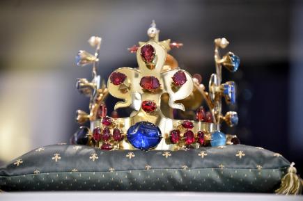 Na Velehradě u Uherského Hradiště začaly 4. července Dny lidí dobré vůle. Na snímku je kopie královské koruny Karla IV. vystavená ve velehradském muzeu.