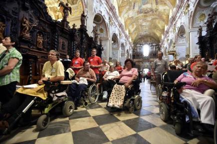 Dny lidí dobré vůle 4. července na Velehradě na Uherskohradišťsku. Mše pro zdravotně postižené v Bazilice Nanebevzetí Panny Marie a sv. Cyrila a Metoděje.