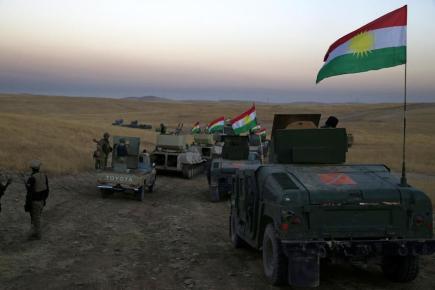 Konvoj pešmergů u města Chazár, asi 30 km na východ od Mosulu.