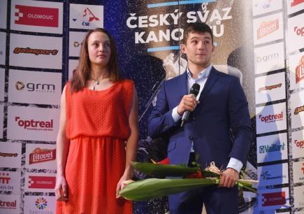 Bronzový olympijský medailista z Ria Jiří Prskavec (vpravo) vyhrál 16. ročník ankety Kanoista roku na divoké vodě a obhájil tak loňské vítězství. Vlevo je Martina Satková, která se v anketě umístila na druhém místě. Slavnostní vyhlášení se konalo 26. listopadu v Olomouci.
