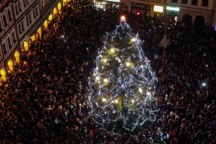 Na náměstí Dr. Edvarda Beneše v Liberci slavnostně rozsvítili 27. listopadu vánoční strom.