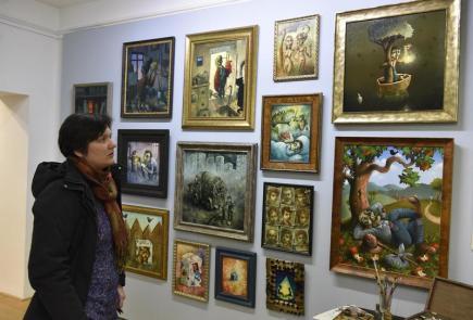 Výstava s názvem Tajemné příběhy Pavla Čecha začala 30. listopadu na hradě Špilberk v Brně. Zavede návštěvníky do kouzelného světa, kde se skutečnost prolíná se sny, vzpomínkami na dětské hry a výjevy z dobrodružných příběhů pro mládež.