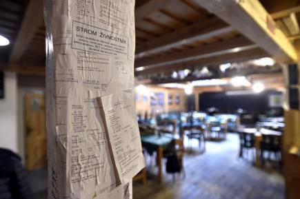 Proti zavedení elektronické evidence tržeb (EET) protestoval majitel zlínské hospody Zelanáčova šopa Martin Juřík tím, že jeho provozovna zůstala 1. prosince přes den zavřená. Jeden z trámů v podniku pak Juřík přeměnil v symbolický Strom živnostník - lidé nespokojení s EET a byrokracií na něj lepí papírové účtenky.