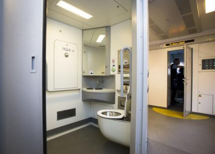 Toaleta (WC) ve vlaku - ilustrační foto.