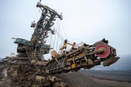 Obří rypadlo RK 5000 v uhelném lomu ČSA na Mostecku.