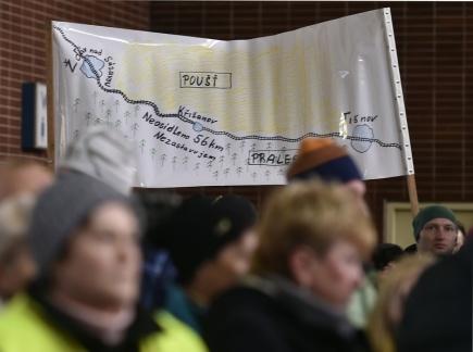 Kolem čtyř stovek lidí z Křižanova a okolí demonstrovalo 27. prosince na tamním nádraží za obnovení zastávek rychlíků v tomto městysi v nejbližším možném termínu. Účastníci demonstrace, kteří přišli na shromáždění vybaveni řadou plakátů, podepsali také petici. Organizátoři ji odešlou s tímto požadavkem na ministerstvo dopravy a Kraj Vysočina.
