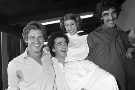 Na snímku z roku 1978 zleva herci Harrison Ford, Anthony Daniels, Carrie Fisherová a Peter Mayhew.