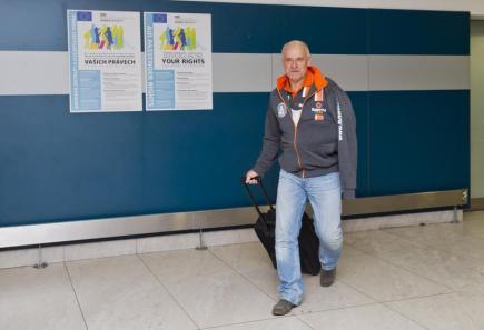 Josef Macháček přicestoval 10. ledna na pražské Letiště Václava Havla z Rallye Dakar, ze které předčasně odstoupil kvůli zranění ve čtvrté etapě. Pětinásobný vítěz kategorie čtyřkolek si 5. ledna vykloubil rameno a poranil nohu.