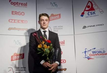 Slavnostní vyhlášení nejúspěšnějších sportovců Českého svazu kanoistiky (ČSK) za rok 2016, 10. ledna v Praze. Vodní slalomář Matyáš Lhota se stal nejúspěšnějším juniorem.