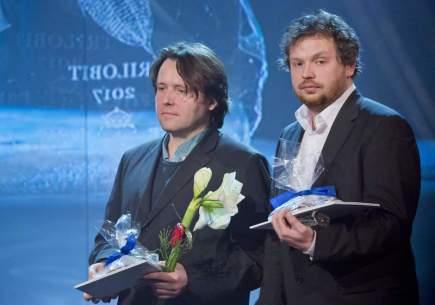 Cenu audiovizuální tvorby Trilobit 2017 převzali 14. ledna v Berouně Vít Klusák (vpravo) a Filip Remunda za dokument V paprscích slunce.