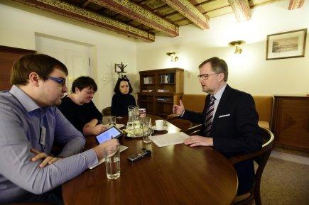 Předseda ODS Petr Fiala (vpravo) poskytl 3. února v Praze rozhovor novinářům ČTK.