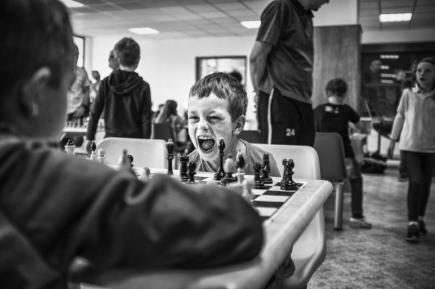 Snímek z turnaje mladých šachistů, za nějž český fotograf Michael Hanke získal druhé místo v kategorii Sportovní reportáž.