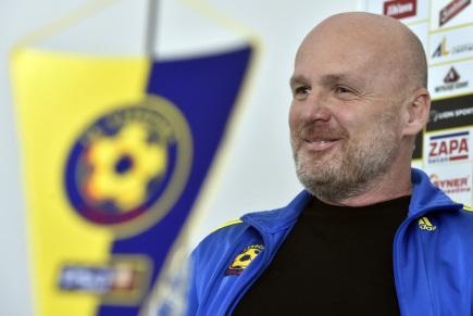 Vedení prvoligového týmu FC Vysočina Jihlava představilo 14. února na tiskové konferenci před zahájením jarní fotbalové sezony novinky v týmu, posily a plán. Na snímku je trenér Michal Bílek.
