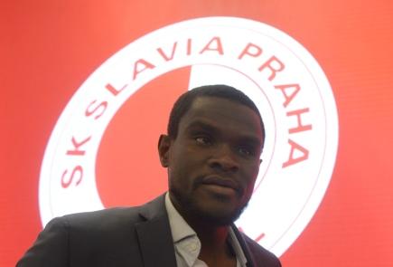 Kamerunský obránce Michael Ngadeu Ngadjui vystoupil 16. února v Praze na tiskové konferenci fotbalového klubu Slavia Praha před zahájením jarní části první ligy.