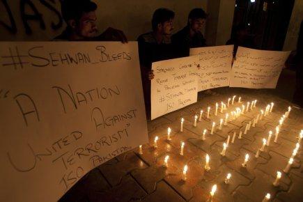 Pieta za oběti teroristického útoku v Pákistánu.