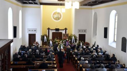 Ve Vsetíně se konalo 17. února poslední rozloučení s folklorní zpěvačkou Jarmilou Šulákovou, která zemřela v sobotu 11. února ve věku 87 let.