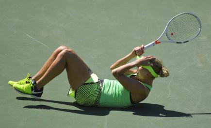 Ruská tenistka Jelena Vesninová se raduje z vítězství na turnaji v Indian Wells.