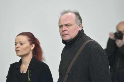 Poslední rozloučení s hercem a režisérem Jiřím Ornestem, 18. dubna v Praze. Herci a manželé Igor Bareš a Antonie Talacková.