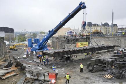 Demontáží poslední části severního mostu pokračovala 18. dubna přestavba železniční stanice v Plzni, která si do roku 2022 vyžádá 6,3 miliardy korun. Je to v současnosti největší rekonstrukce železničního uzlu v Česku, 70 procent nákladů pokryjí evropské dotace.