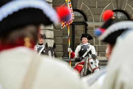 Před libereckou radnicí začala 21. dubna část dvoudenní akce, jež připomene bitvu z roku 1757. Proti sobě tehdy u Liberce stála rakouská a pruská vojska v takzvané sedmileté válce. Rekonstrukce bitvy je na programu v sobotu 22. dubna od 14:00 ve Vesci.