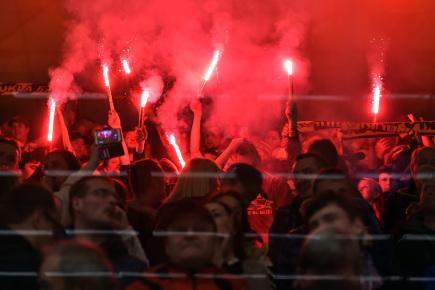 Utkání 11. kola baráže o hokejovou extraligu mezi HC Dukla Jihlava a HC Energie Karlovy Vary, 21. dubna v Jihlavě. Fanoušci Jihlavy slaví návrat týmu do nejvyšší soutěže po 12 letech.