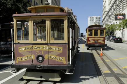 Tramvaje v San Franciscu stojící při výpadku proudu