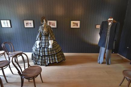 Muzeum Mattoni v Kyselce na Karlovarsku připravilo výstavu kostýmů z televizního historického seriálu Já, Mattoni. Snímek z 15. května.