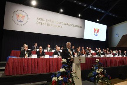 Prezident Hospodářské komory ČR Vladimír Dlouhý vystoupil 16. května na sněmu komory v Praze.