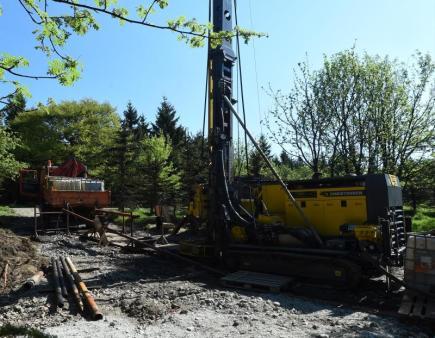 Průzkumný vrt na těžbu lithia v Cínovci.