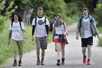 Klub českých turistů pořádal 20. května 52. ročník turistického pochodu Praha - Prčice. Na snímku účastníci pochodu před Týncem nad Sázavou na Benešovsku.