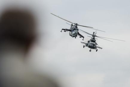Den otevřených dveří na letecké základně v Čáslavi připomněl 20. května 60. výročí vzniku leteckého pluku v Čáslavi. Zprava jsou vrtulníky Mi-171Š a Mi-24/35 z 22. základny vrtulníkového letectva Sedlec.