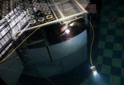 Plovoucí robot prozkoumá trosky elektrárny Fukušima, práci má zahájit v červenci.