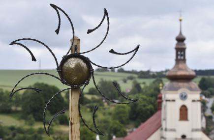 Na 130 kovářů z několika evropských zemí přijelo 17. června na desátý ročník mezinárodního setkání uměleckých kovářů Brtnické kovadliny v Brtnici na Jihlavsku, které se pořádá každé dva roky. Zhotovená díla zůstanou v Brtnici, lidé je uvidí v rekonstruované panské sýpce.