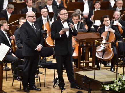 Koncert k uctění památky Jiřího Bělohlávka se uskutečnil 18. června v pražském Rudolfinu. Na snímku jsou ministr kultury Daniel Herman (vlevo) a ředitel České filharmonie David Mareček.