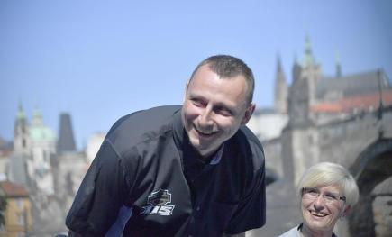 Organizátor oslav společnosti Harley-Davidson v České republice Jaroslav Vavřina na tiskové konferenci 20. června v Praze. Americká motocyklová značka v roce 2018 oslaví 115. výročí. Vpravo je ministryně pro místní rozvoj Karla Šlechtová.