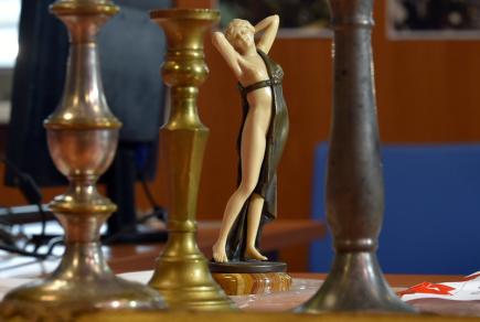 Karlovarská policie představila 9. srpna výsledky pátrání, při kterém dopadli gang zlodějů historických a uměleckých předmětů.