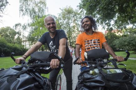 Dvojice Čechů, zleva Michal Kohoutek a Marek Jelínek, která se loni s dalšími pěti kamarády vydala na koloběžkách napříč Latinskou Amerikou, se 9. srpna vrátila do domovského Kolína.
