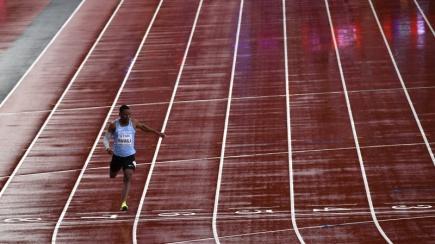 Atletické MS v Londýně. Botswanský sprinter Isaac Makwala v individuálním rozběhu na 200 metrů.
