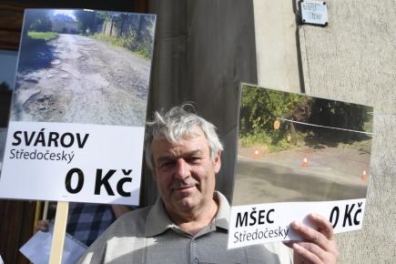 Starostové obcí a měst, kteří se obávají toho, že příští rok nedostanou ze státního rozpočtu peníze na obnovu silnic, protestovali 10. srpna před ministerstvem financí v Praze.