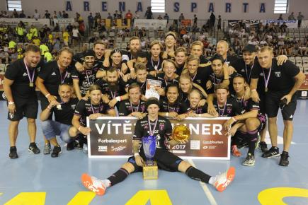 Mezinárodní florbalový turnaj Czech Open, finále elitní kategorie mužů: IBF Falun - Pixbo Wallenstam IBK, 13. srpna v Praze. Tým IBF Falun se raduje z vítězství.