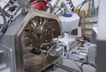 Novináři si mohli 6. září v Plzni prohlédnout experimentální halu a laboratoře projektu Udržitelná energetika (Sustainable Energy, SUSEN). Plzeňské pracoviště je zaměřené především na výzkum jaderné fúze, materiálů, diagnostiku a zkušebnictví pro energetiku. Na snímku je elektronový řádkovací mikroskop.