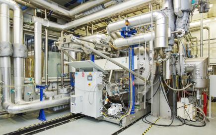 Novináři si mohli 6. září v Plzni prohlédnout experimentální halu a laboratoře projektu Udržitelná energetika (Sustainable Energy, SUSEN). Plzeňské pracoviště je zaměřené především na výzkum jaderné fúze, materiálů, diagnostiku a zkušebnictví pro energetiku. Na snímku je HELCZA - experimentální zařízení na simulaci vysokého teplotního toku.