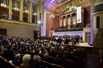 Oratoriem Stabat Mater Antonína Dvořáka začal 7. září v pražském Rudolfinu desátý ročník mezinárodního hudebního festivalu Dvořákova Praha.