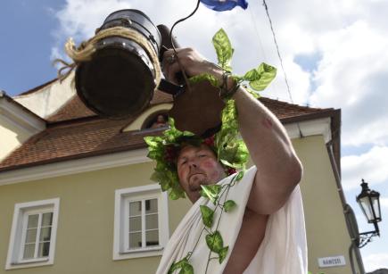Bůh vína Bakchus v průvodu na Pálavském vinobraní, které pokračovalo 9. září v Mikulově na Břeclavsku.